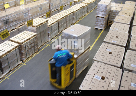 Berlin, Germany, workers in the Dock 100 Logistik GmbH at the logistics center of Dock 100 - Stock Photo