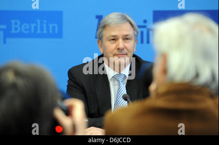 Mayor of Berlin Klaus Wowereit (SPD) speaks at a press conference of the Senate of Berlin at the Red City Hall in - Stock Photo