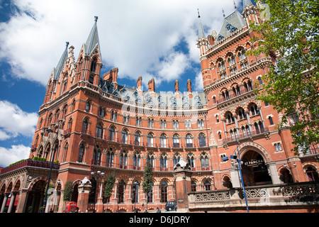 St. Pancras Station, Kings Cross, London, England, United Kingdom, Europe - Stock Photo