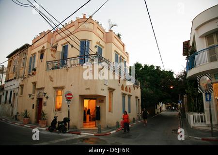 Street scene at the trendy Neve Tzedek neighbourhood, Tel Aviv, Israel, Middle East - Stock Photo