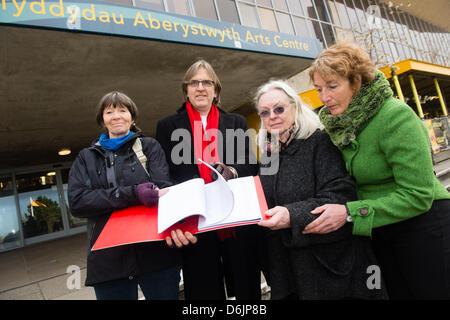 Aberystwyth, Wales, UK. April 19 2013.  L-R: LYNNE DICKENS, STEPHEN WEST, GILLIAN CLARKE, JANE LLOYD-FRANCIS}  Protesters - Stock Photo