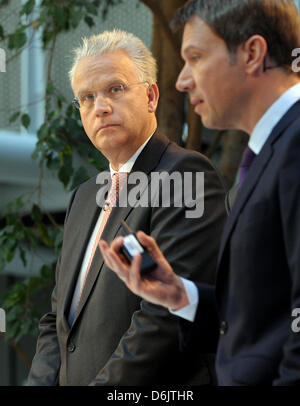 Telekom CEO Rene Obermann (R) and the head of the housing authority Deutsche Annington, Wijnand Donkers (L), attend - Stock Photo