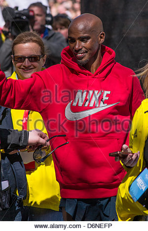 Mo Farah at his first London Marathon in 2013, finishing at half distance. In 2014 he finished eighth. He will run - Stock Photo