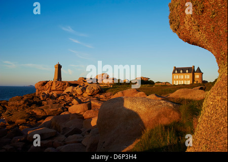 Pointe de Squewel and Mean Ruz Lighthouse, Men Ruz, littoral house, Ploumanach, Cotes d'Armor, Brittany, France - Stock Photo