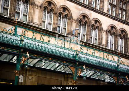 Glasgow Central Station frontage and canopy - Stock Photo