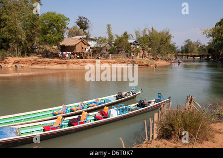 Houses beside a tributary to Inle Lake, near Indein and Nyaung Ohak villages, Shan State, Myanmar, (Burma) - Stock Photo