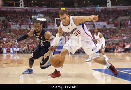 Los Angeles, USA. 22nd April, 2013. Los Angeles Clippers' BLAKE GRIFFIN and Memphis Grizzlies MIKE CONLEY battle - Stock Photo