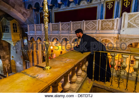 An Armenian Orthodox mass, Church of the Holy Sepulchre, he Christian Quarter, Old City, Jerusalem, Israel. - Stock Photo