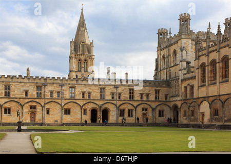 University buildings around Great Quadrangle or Tom Quad in Christ Church College, Oxford, Oxfordshire, England, - Stock Photo