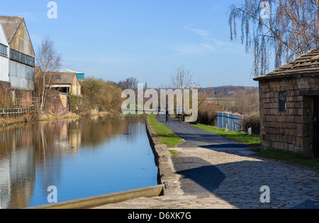 Cyclists on the banks of the Leeds to Liverpool Canal on the outskirts of Leeds, West Yorkshire, UK - Stock Photo