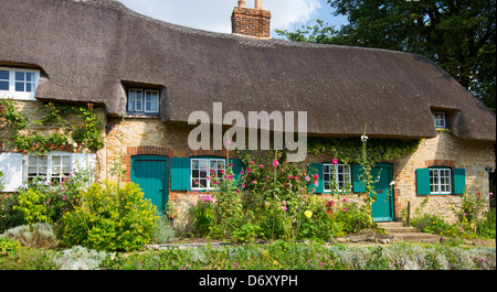 Quaint traditional thatched cottage, rose-covered, at Clifton Hampden in Oxfordshire, UK - Stock Photo