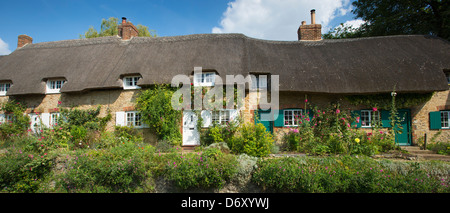 Quaint traditional thatched cottages, rose-covered, at Clifton Hampden in Oxfordshire, UK - Stock Photo