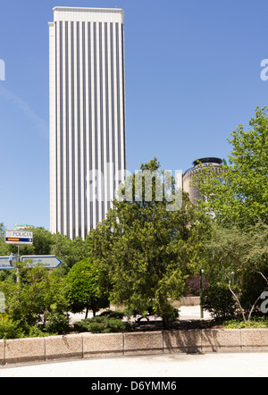 In the AZCA complex at Nuevos Ministerios, Madrid, Torre Picasso, the Picasso Tower, until 2007 the tallest building - Stock Photo