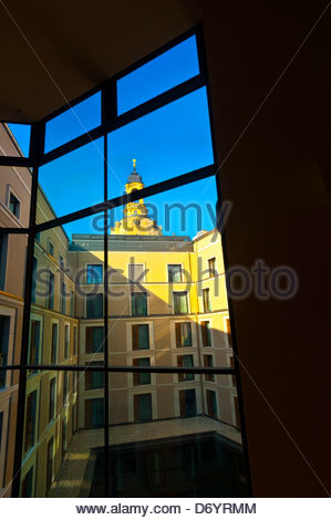 Looking from a courtyard at the Innside by Melia Hotel to the dome (called the Stone Bell) of the Frauenkirche (church), - Stock Photo