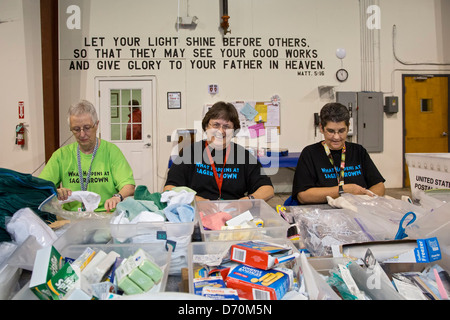 Church women prepare relief supplies at United Methodist disaster relief center - Stock Photo