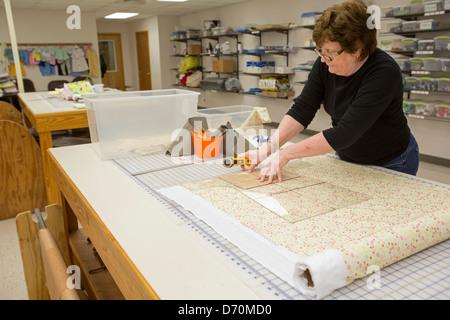 Church women prepare relief supplies at United Methodist disaster relief center - Stock Photo