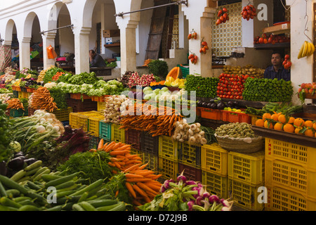 Selling fruit and vegetable at the market, Sousse, Tunisia - Stock Photo