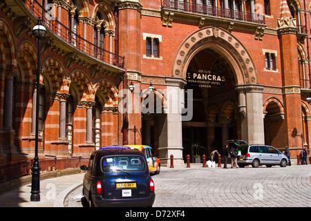 St.Pancras railway station - Stock Photo