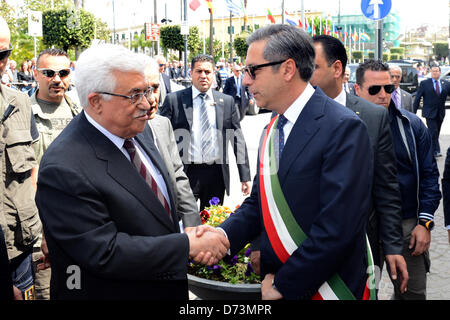 April 28, 2013 - Pompeii, Pompeii, Italy - Palestinan President Mahmud Abbas (L), shakes hand with Pompeii Mayor - Stock Photo