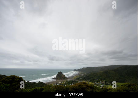 Wild and wind-swept Piha beach, on the West Coast of the North Island of New Zealand, in the Auckland region. - Stock Photo
