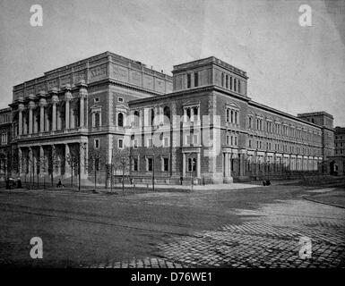 One of the first halftones, the stock exchange in Vienna, Austria, 1880 - Stock Photo