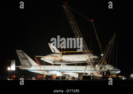 Space Shuttle Discovery Being Demated NASA 747 Shuttle Carrier Aircraft - Stock Photo