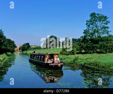 8685. Narrow boat on the Oxford canal, Warwickshire, England, UK, Europe - Stock Photo