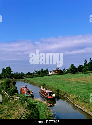 8680. Narrow boats on the Oxford canal, Warwickshire, England, UK, Europe - Stock Photo