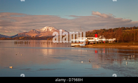PS Maid of the Loch at Balloch on Loch Lomond. Ben Lomond is in the background. - Stock Photo