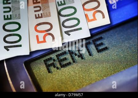 Pension stroke on a pocket calculator and bank notes , Rente-Schriftzug auf einem Taschenrechner und Geldscheine