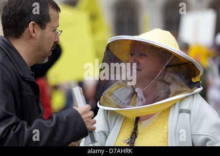 London, UK. 26th April 2013. March of the beekeepers members protesting against Paterson for the use of pesticide - Stock Photo