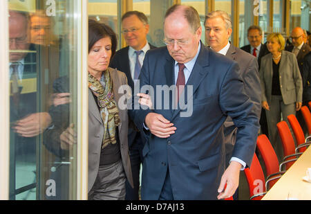 SPDchancellor candidate Peer Steinbrueck (R) and Governor of Rhineland-Palatinate Malu Dreyer arrive for a group - Stock Photo
