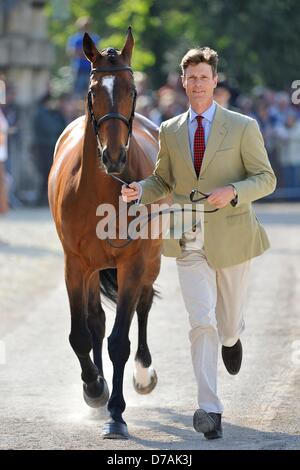 Badminton, UK. 2nd May 2013.  William Fox-Pitt [GBR] and Parklane Hawk trot up before the ground jury at the first - Stock Photo