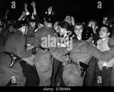 'Rowdies' go wild - police men shove enthusiastic adolescents back during Bill Haley's concert in Frankfurt am Main - Stock Photo