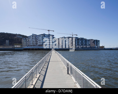 Sørenga, a new area with apartments direct on the Oslo fjord, and a just a footbridge away from the opera house, - Stock Photo