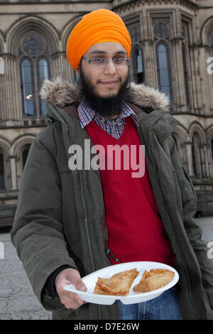 Manchester, UK. 5th May, 2013. Gurpreet Singh offering food at the most important Vaisakhi celebration in the Sikh - Stock Photo