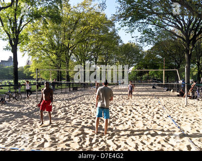 New York City, USA. 4th May, 2013. late afternoon beach volleyball game underway in sandy court next to Central - Stock Photo