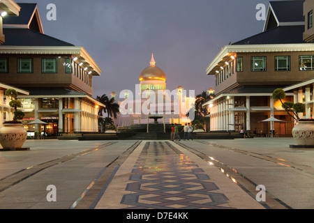 Royal Mosque of Sultan Omar Ali Saifuddin and a shopping mall in Bandar Seri Begawan, Brunei, Asia - Stock Photo