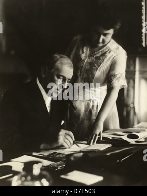 President Woodrow Wilson, seated at desk with his wife, Edith Bolling Galt - Stock Photo