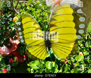 Hempstead, New York, USA. 5th May 2013. Plants and garden decorations such as this large yellow butterfly, made - Stock Photo