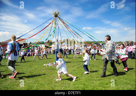 School children dancing round the maypole, Dilwyn show, Herefordshire, UK. School girls dance with ribbons on the - Stock Photo