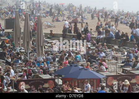 Brighton UK. 6th May, 2013. Beaches are covered in sea fog before large crowds of beach goers and day trippers flock - Stock Photo