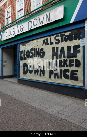 Closing Down: This empty sports shop in Dorchester is just one of the many high street casualties of the global - Stock Photo