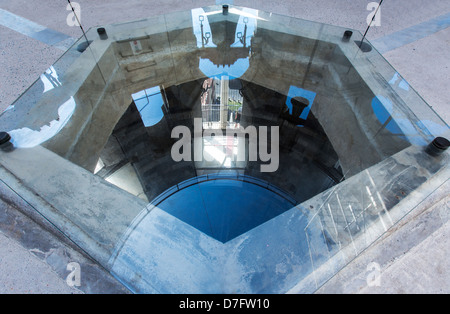 Italy Pisa Piazza Dei Miracoli reflections on the top of the Leaning Tower - Stock Photo