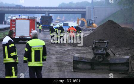 Hanover, Germany. 7th May 2013. Firefighters stand on the Autobahn junction A2 and A7 in Hanover, Germany, 07 May - Stock Photo