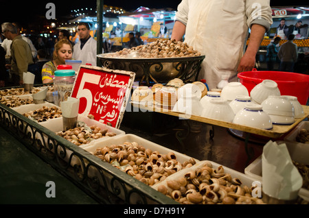 Morocco, Marrakesh - the Night Market and food stalls in Jamaa el Fna after dark. Boiled snails to eat. 5 euros - Stock Photo