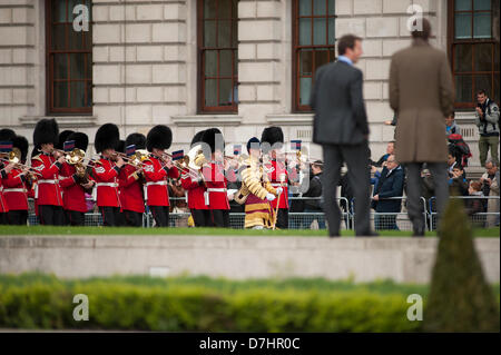 London, UK. 8th May 2013. Band of the Welsh Guards enters Parliament Square, Westminster, prior to the state opening - Stock Photo