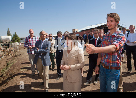 Dutch minister lilanne ploumen (development aid) visits a dutch farm outside Addid Abbeba, Ethiopia. - Stock Photo