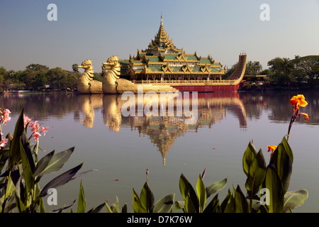 The Karaweik Royal Barge on the eastern shore of Kandawgyi Lake, Yangon, Myanmar 3 - Stock Photo