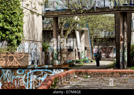Showing a derelict abandoned council estate in Elephant and Castle, now due for demolition - Stock Photo
